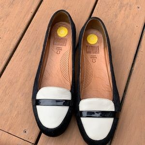Fitflop Ladies Calfskin and leather upper shoe